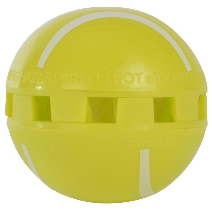 geurweerder sportschoenen in de vorm van ballen.