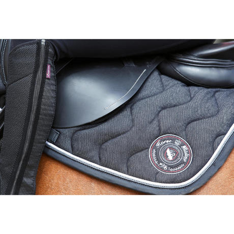 Tapis de selle quitation jean noir cheval fouganza Tapis cheval decathlon
