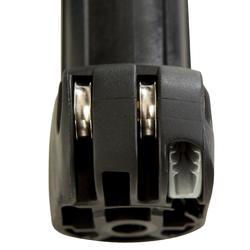 """Embase à boutons """"push-pin"""" compatible avec tous les mâts de diamètre standard."""