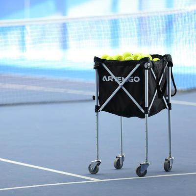PANIER DE BALLES DE TENNIS A ROULETTES