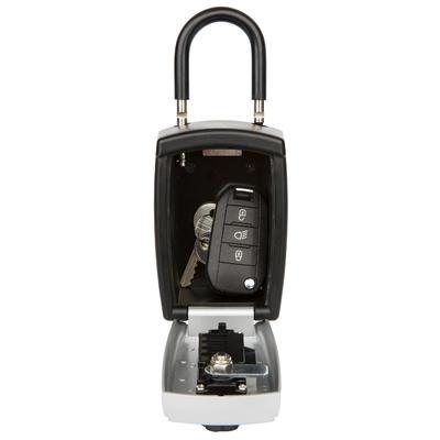 قفل كبير بكود لتخزين المفتاح بشكل آمن