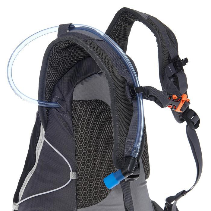 Sac à dos de randonnée rapide FH900 Helium 17 litres gris/noir.