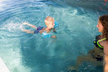 age-pour-apprendre-a-nager