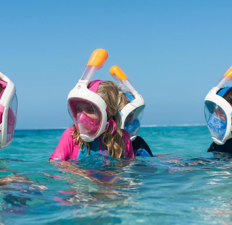 Enfant snorkeling