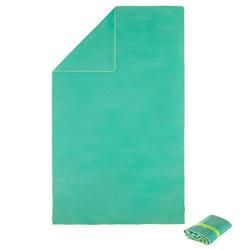Zeer compacte microvezel handdoek cinablauw maat L 80 x 130 cm
