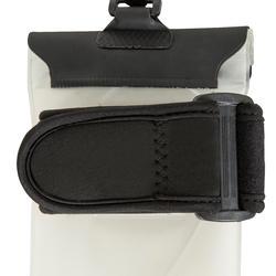 Waterdicht en drijvend telefoonetui met strap en aansluiting voor je oortjes - 745057