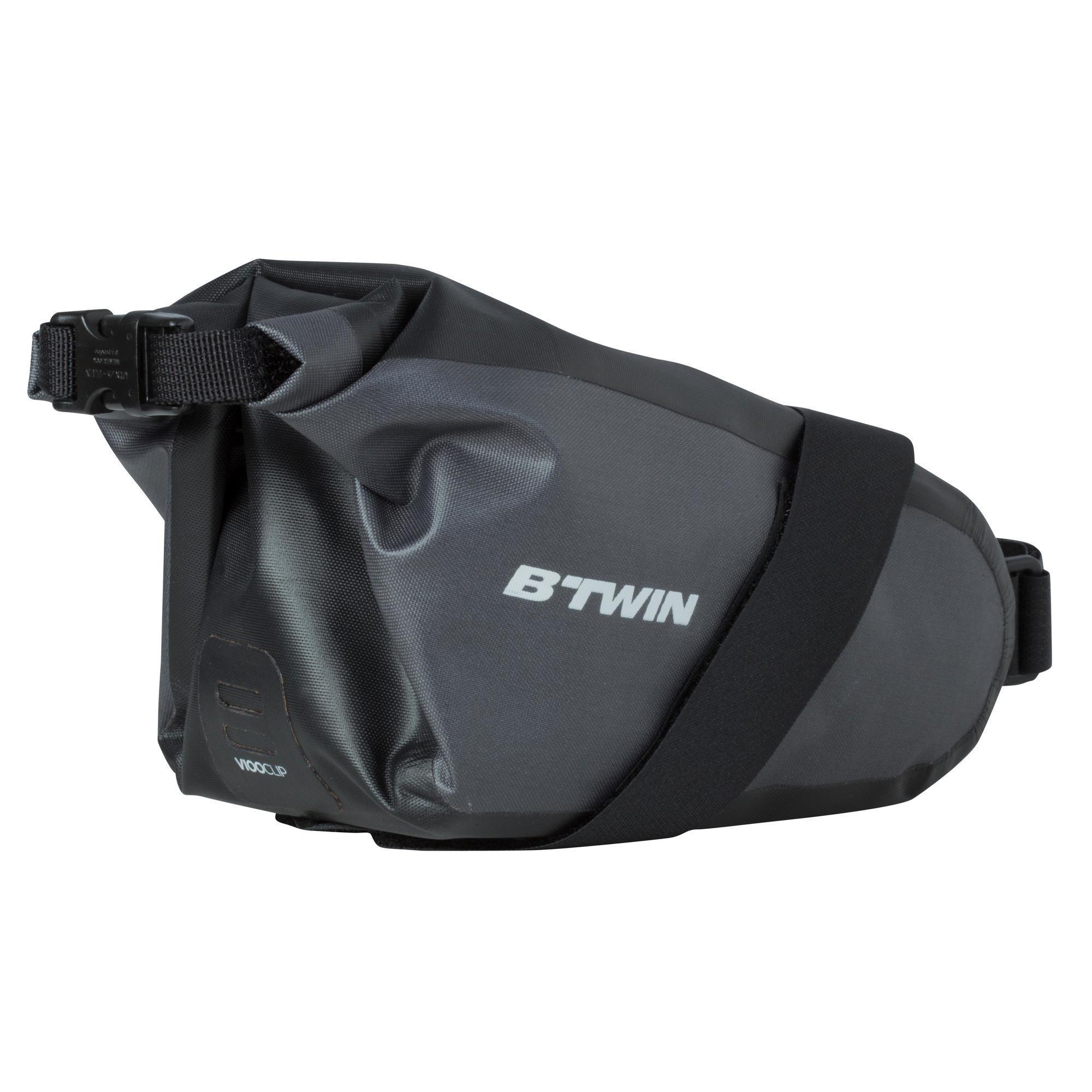 B'twin ZADELTAS FIETS 900 L 2,5L WATERDICHT ZWART kopen? Leest dit eerst: Fietsaccessoires Fietsmanden en fietstassen/Zadel-, frame- en stuurtassen met korting
