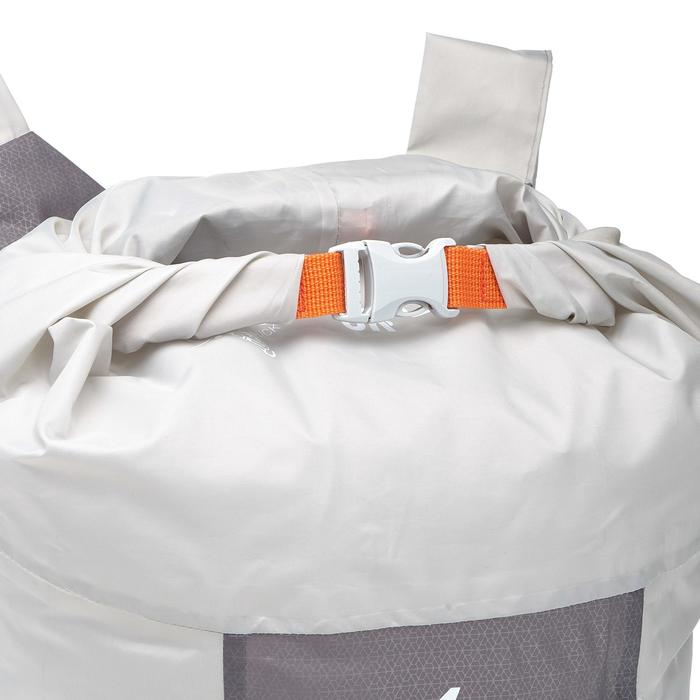 Mochila auxiliar ultra compacta 20 litros impermeable gris