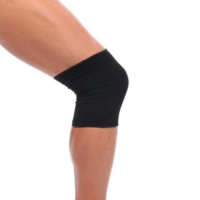 Linker/rechter kniebandage heren/dames Soft 100 zwart