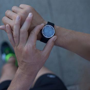 Montre chronomètre de course à pied homme W900 noire reverse - 839536