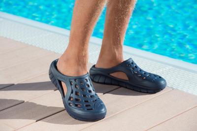 حذاء السباحة للرجال - أزرق داكن