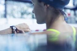 Digitaal sporthorloge voor dames en kinderen W500 S Swip, stopwatch - 882259