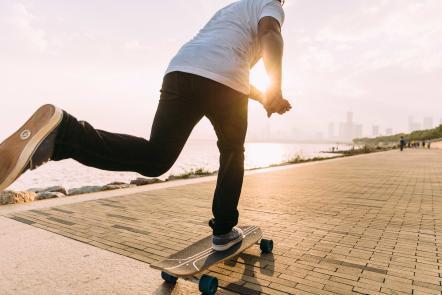longboard_skateboard_decathlon_skateboarding_cruising_skate.jpg