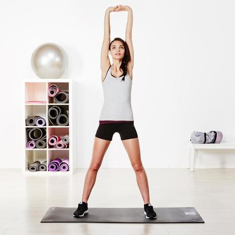 Vêtements femme. › Short court FIT+ 500 slim Gym   Pilates femme noir.  Previous. Next 2c20fedb52a