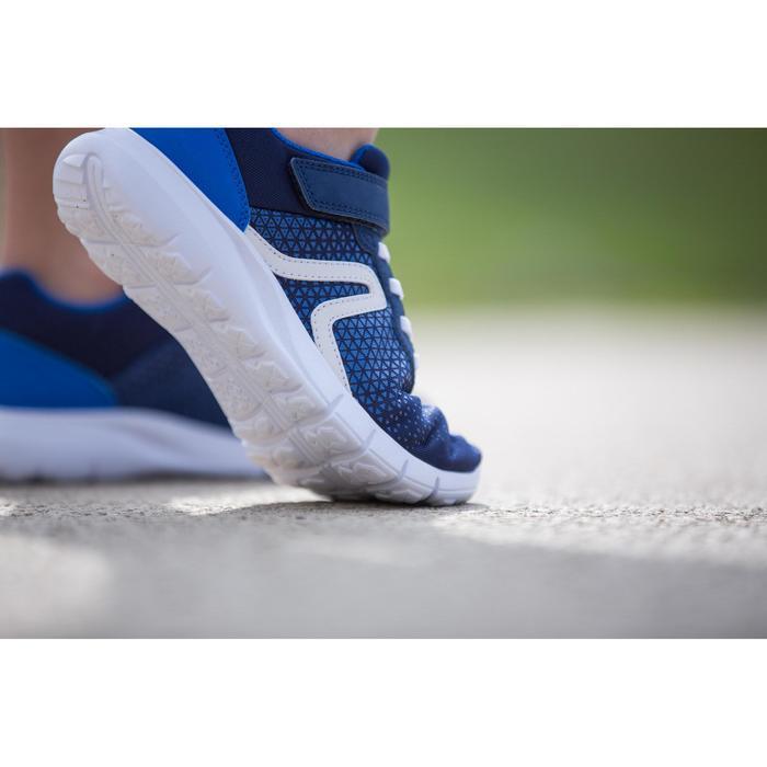 Zapatillas de Marcha Deportiva Newfeel Soft 140 niño azul marino y blanco