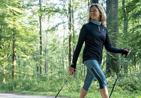 conseils-marche-sportive-vs-marche-nordique-femme