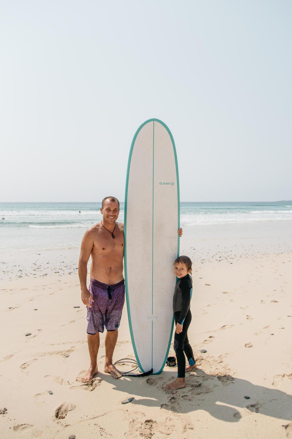 apprendre à surfer à son enfant