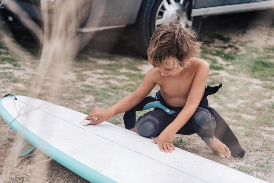 waxer sa planche de surf