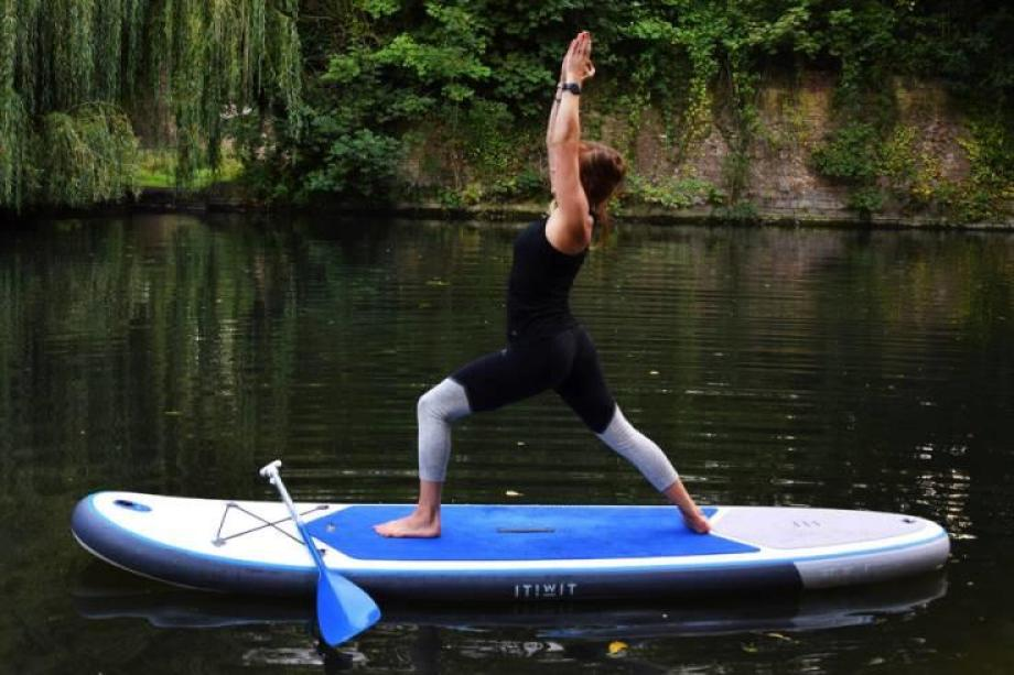 stand-up-paddle-yoga-9_posture_du_guerrier_1