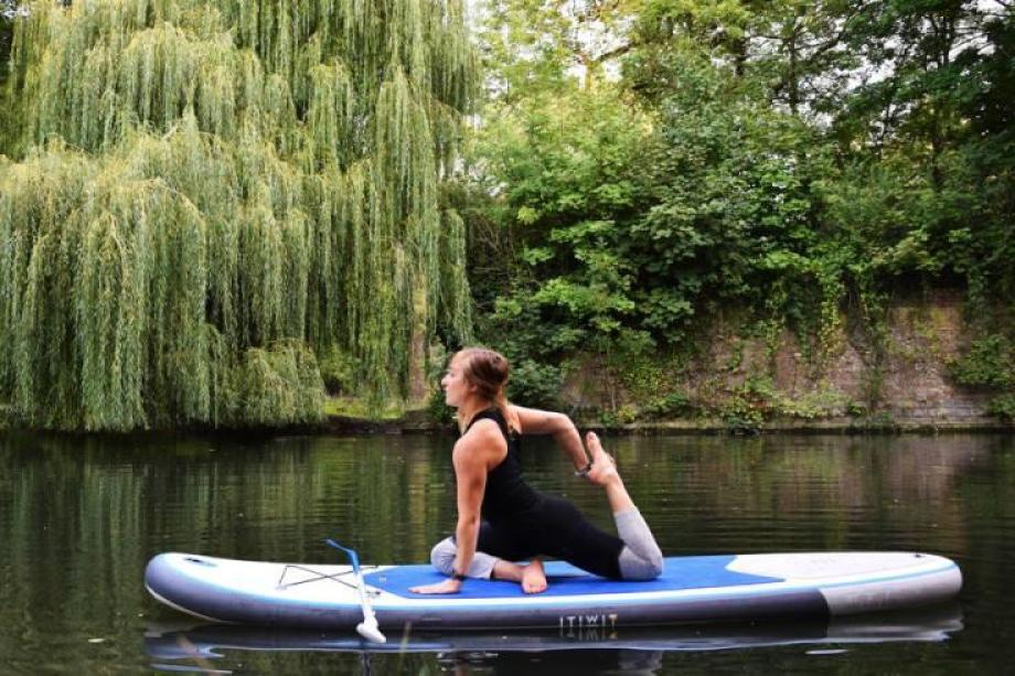 stand-up-paddle-yoga-11_posture_du_pigeon_royale_sur_une_jambe