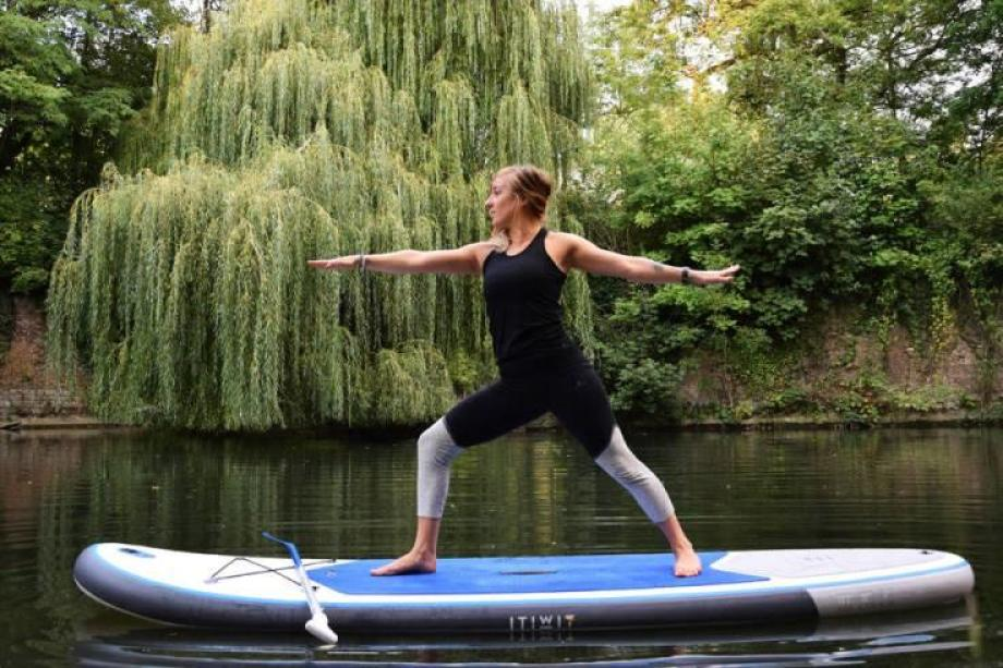 stand-up-paddle-yoga-10_posture_du_guerrier_2