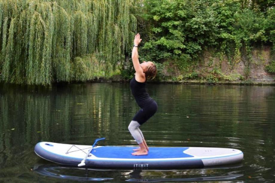 stand-up-paddle-yoga-12_posture_de_la_chaise