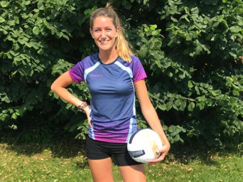 julie-volleyball-allsix
