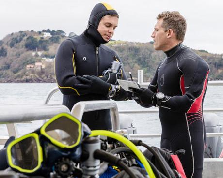 Não se esqueça do briefing com o seu parceiro antes de cada mergulho!