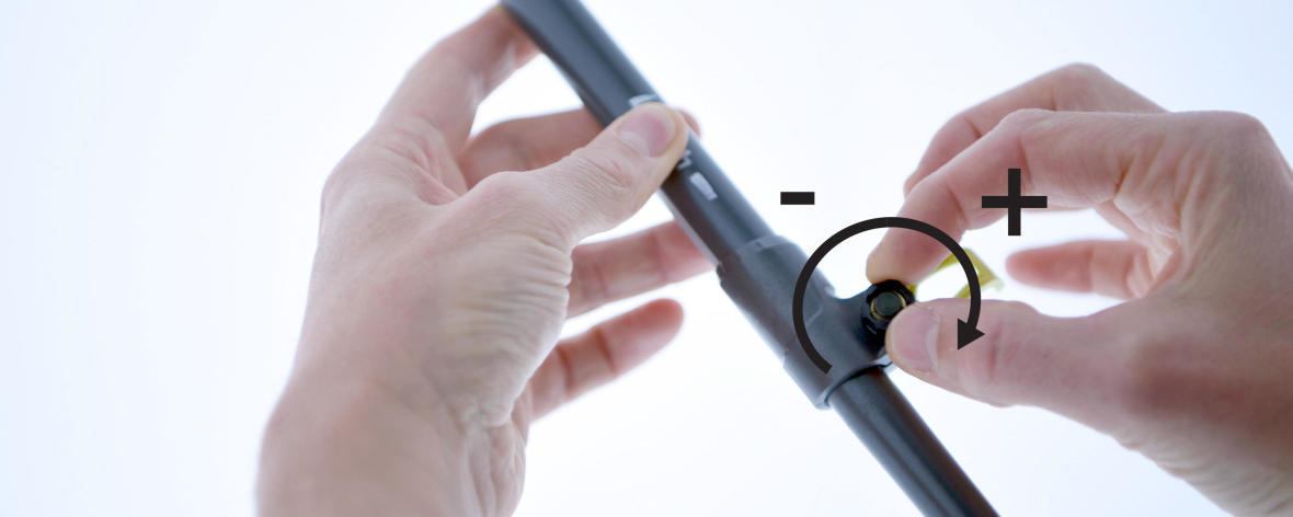 Tightening the screw wheel on the pole