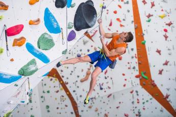 como-escolher-um-arnês-baudrier-escalada-alpinismo-experimentar-em-tensão