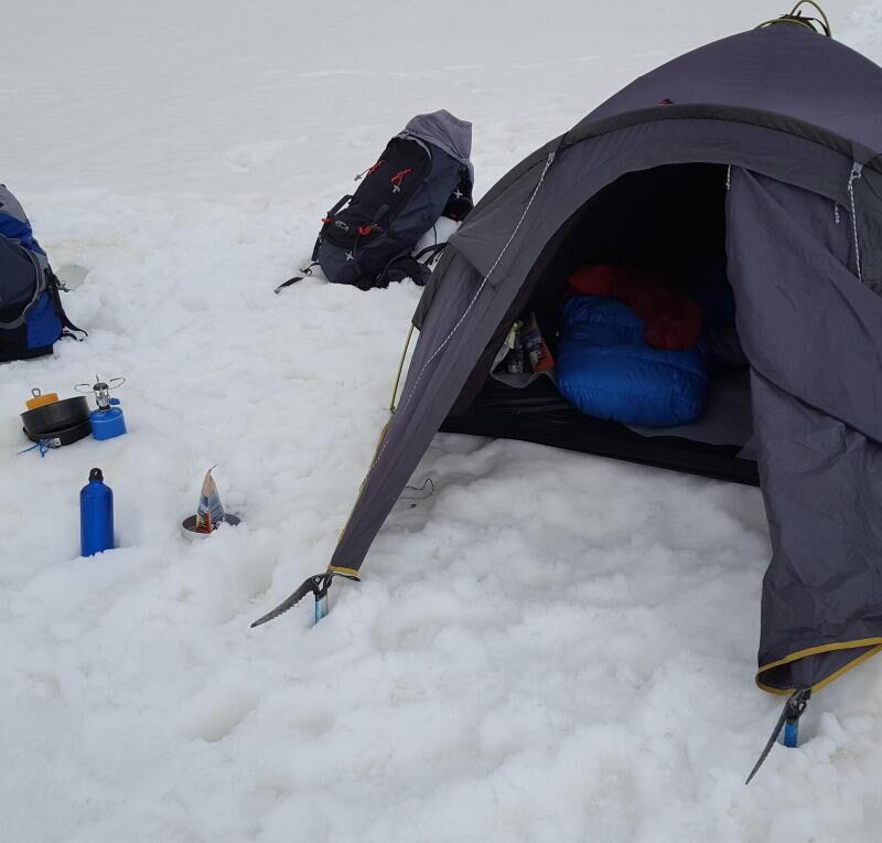 tb-teaser-tent-op-sneeuw-alpinisme