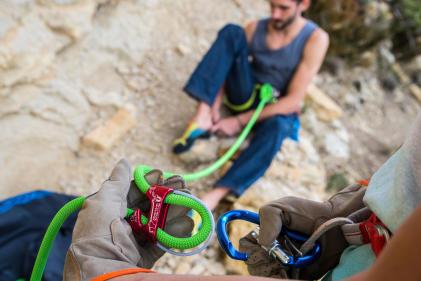 presente-escalada-escalador-arnês-pés-de-gato-mosquetão