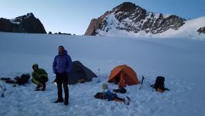 teaser-tente-sur-neige-alpinisme