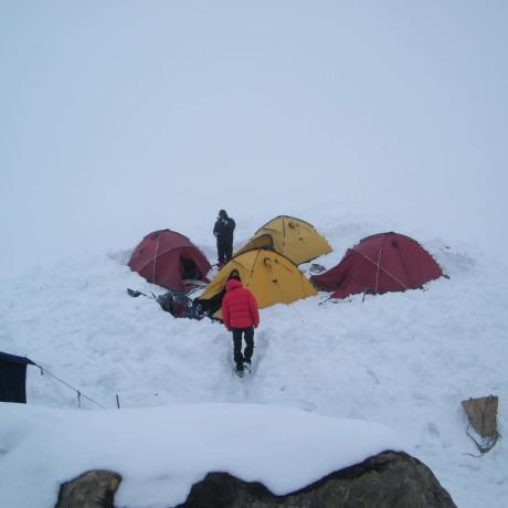 opstellen-tent-sneeuw