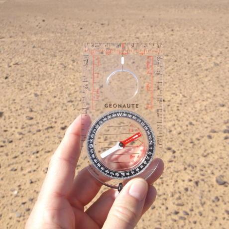 trek orientation désert rose trip boussole
