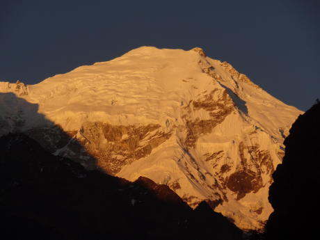 Le Langtang Lirung (7246m) au coucher du soleil