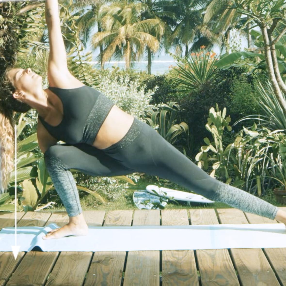 posture le triangle etire yoga pour surfeurs