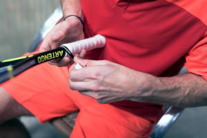 Comment choisir et changer son grip de squash