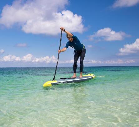 een-leash-voor-stand-up-paddle-toertochten-kiezen