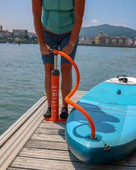 stand-up-paddle-pompe-double-action-itiwit-decathlon