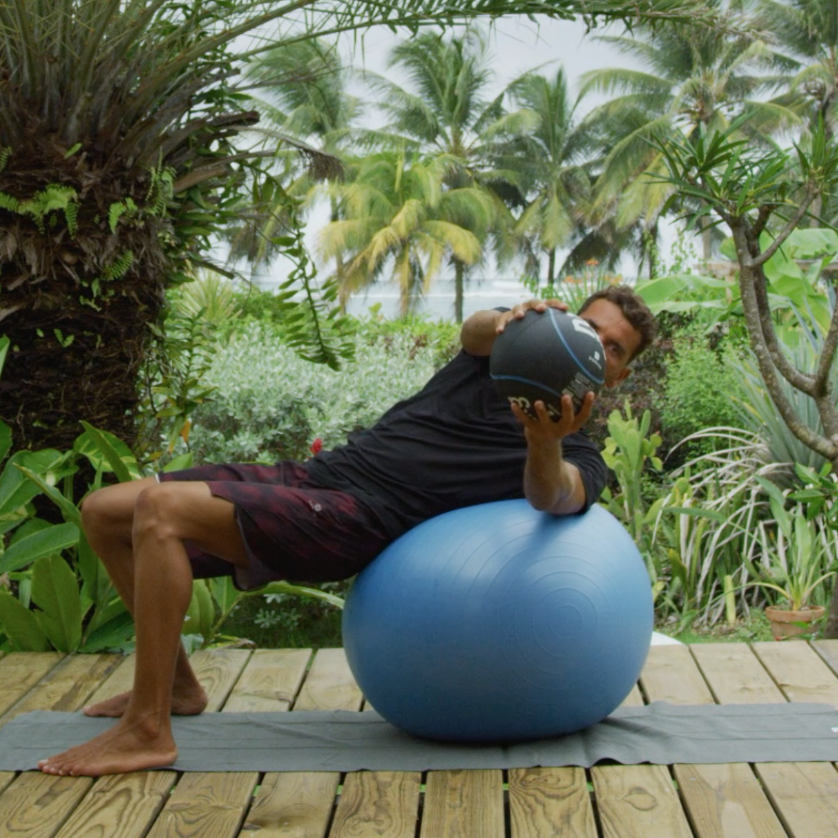 rotation avec medecine ball preparation physique pour le surf