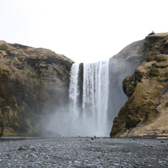 voyage backpacking trek islande cascade skogafoss