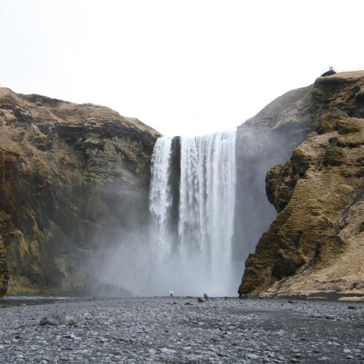 voyage backpacking trek islande cascade skogafoss