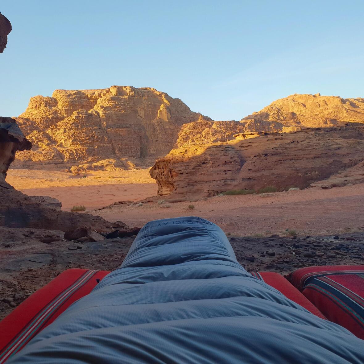 nuit à la belle étoile dans le désert de Wadi Rum