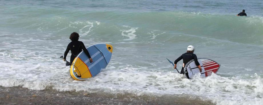 Itiwit-sup-surf-trip-morocco-girls-only-inflatable-surf-paddle-9-launching