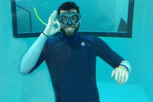 La combinaison de plongée sous-marine semi-étanche SCD500 dans le magazine Plongez!