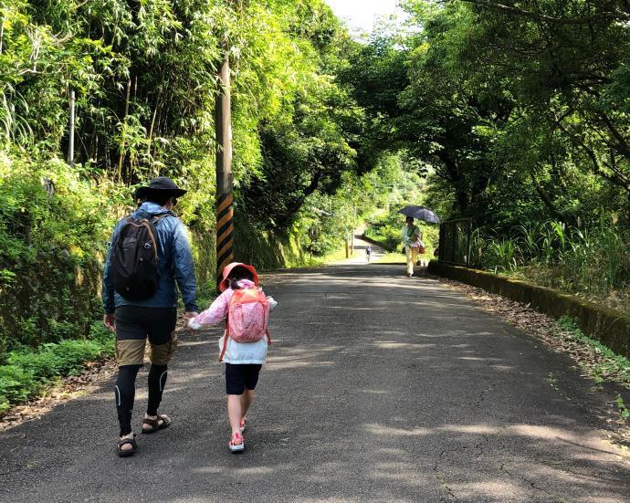 跟著晨晨登山隊來一趟夏日親子健行 迪卡儂親子健行裝備