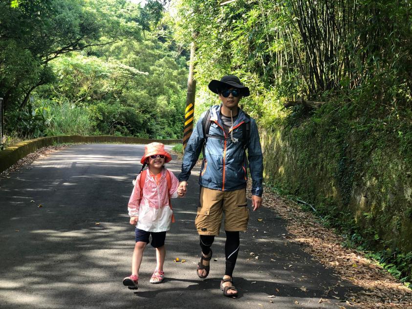 跟著晨晨登山隊來一趟夏日親子健行 全身裝備