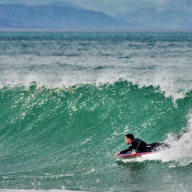 Come scegliere la muta da surf? | DECATHLON