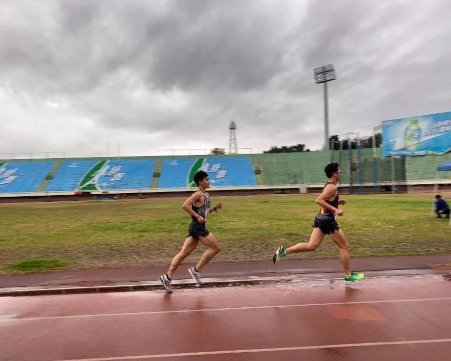 迪卡儂運動大使Roger穿Kiprun Ultralight跑鞋,挑戰台體冬季5000公尺測驗賽